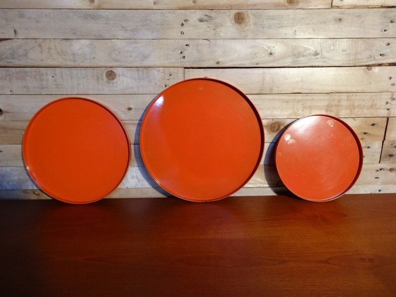 Sety of three plastic round trays