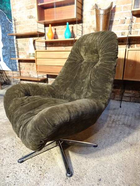 **SOLD**1960 retro egg chair