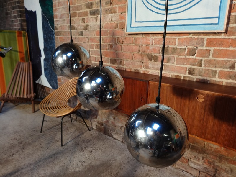1960 metal  3 chrome ball ceiling light