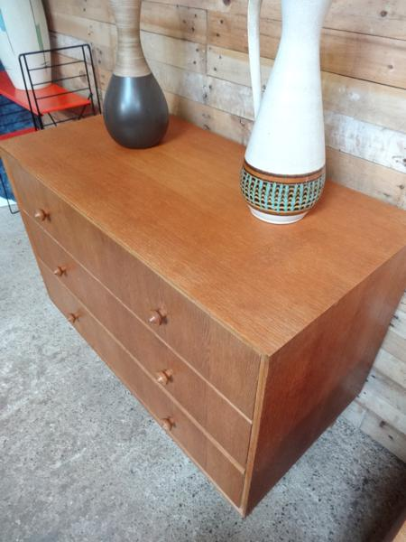 1950's oak chest of drawers  in mint cond