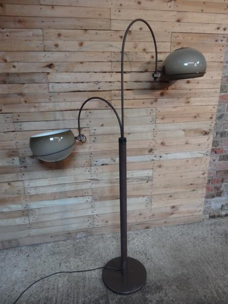 freestanding lamp with reversable light shade
