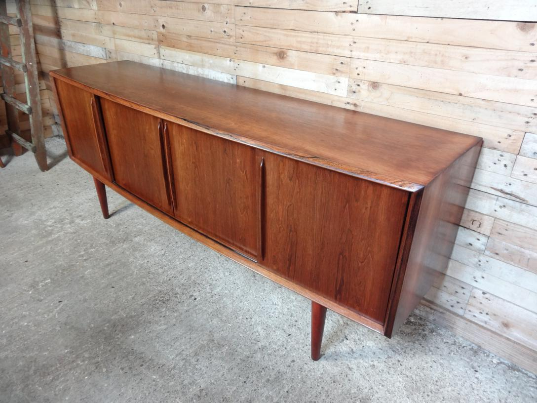 Danish Bow-Front Rosewood sideboard designed by Arne Vodder for HP Hansen (138)