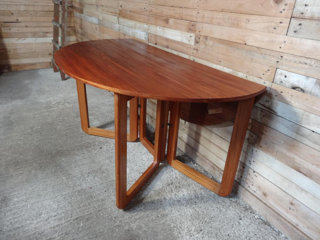 Danish extendable dropdown teak table on U legs