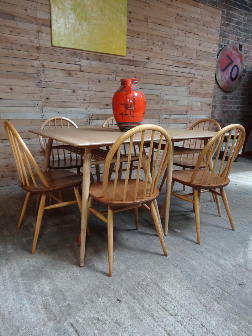 Ercol No. 393 All-purpose Breakfast Room or Restaurant Table