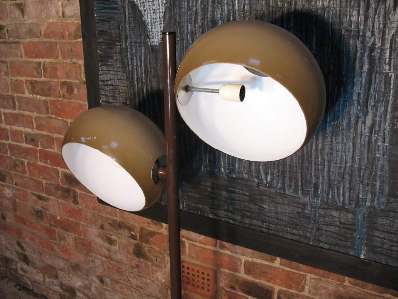 1970's freestanding lamp