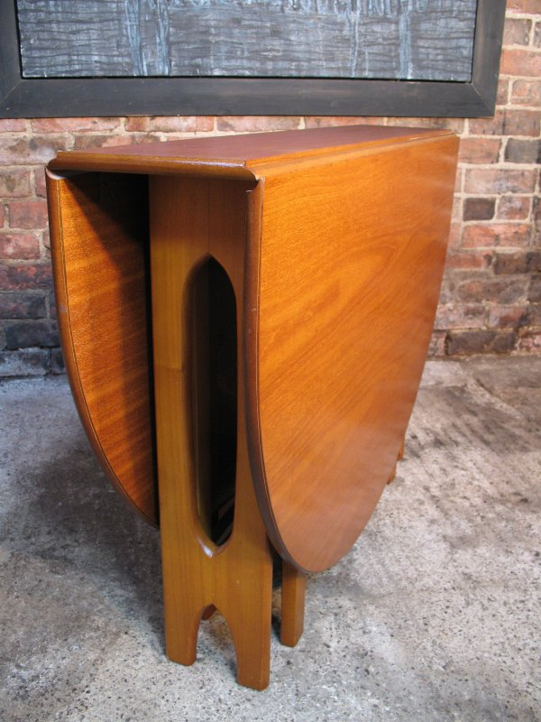 **SOLD**Scandinavian two leave extendable table