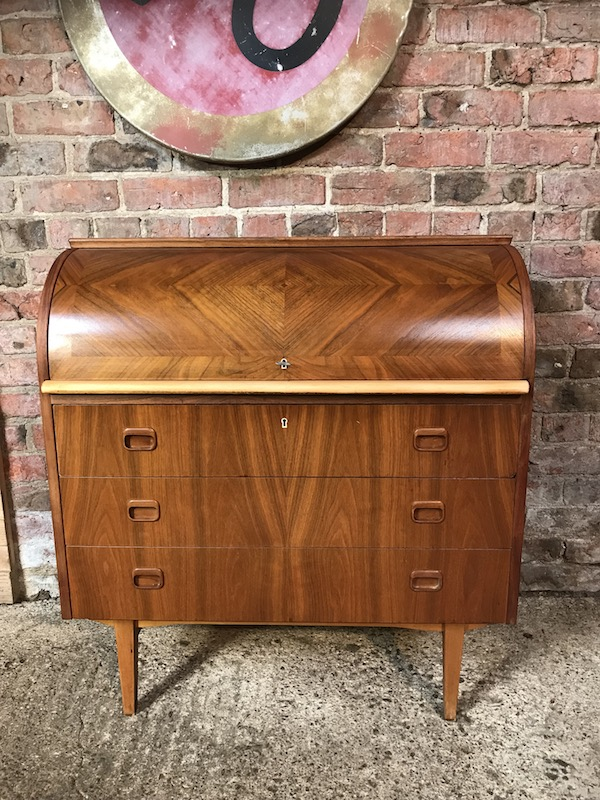 Price on request - Retro 1960 Danish round top desk