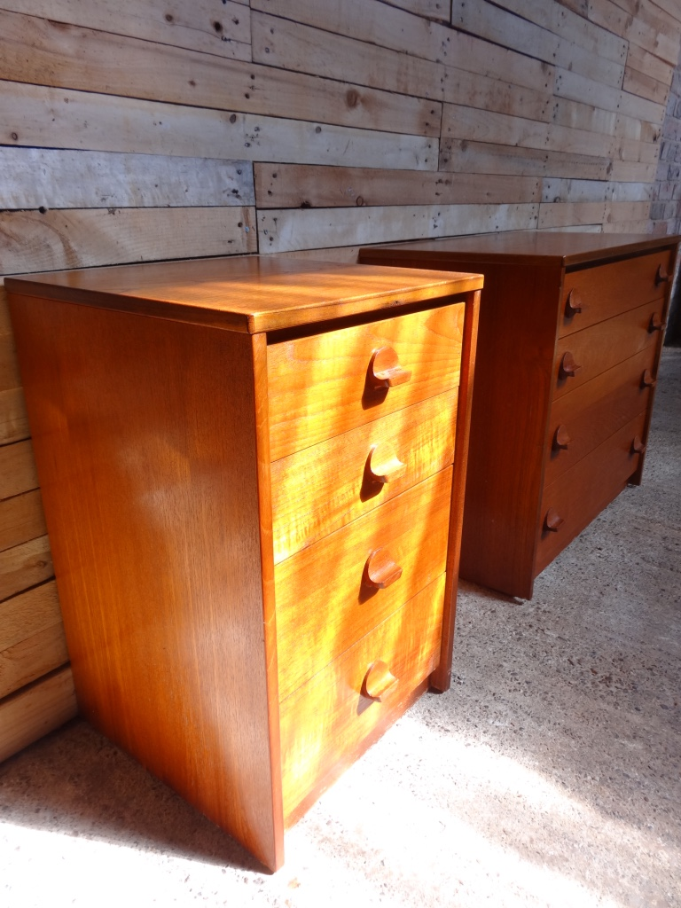 Smaler 1960's teak chest of drawers in mint cond (b)