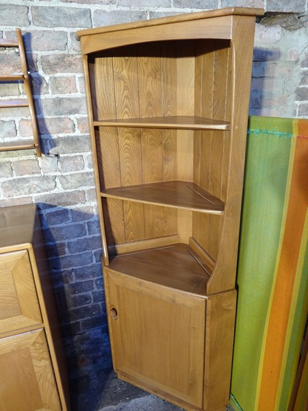Ercol Windsor hoek display kast