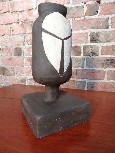 Clay vase / sculpture