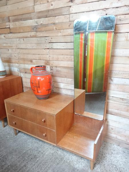 1950's oak dressing table with mirror in mint cond