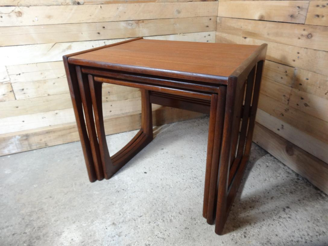 Organic nest of tables on lovely U shaped legs (3)