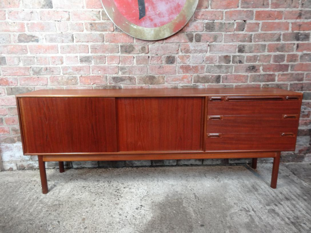 Large Minimalistic Retro 1960 Mcintosh sideboard (158)