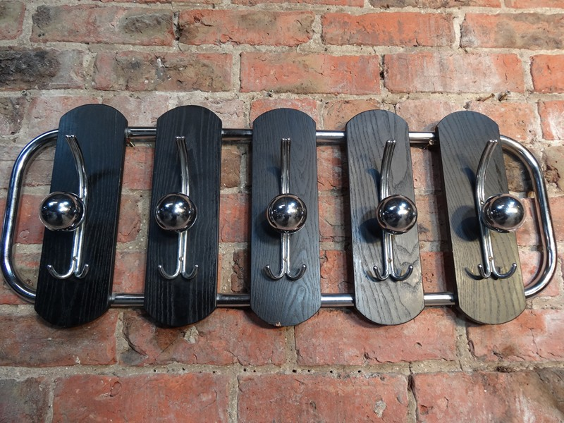 original 1960s black / chrome coat rack (D27)
