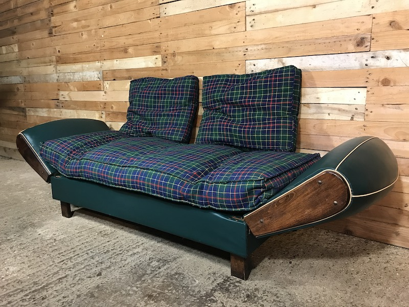 price on request - Stylish 1920's French 2/3 seater sofa / daybed