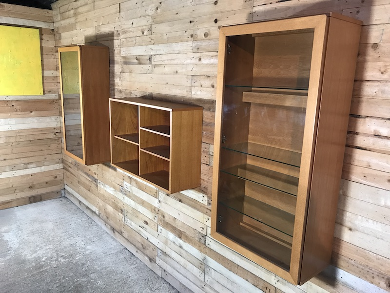 Sought after wall unit, totally free-hanging XXL display units  (D)